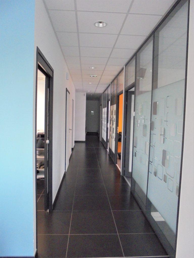 atelier_construction_maitre_oeuvre_bourg_erp_professionnel_marche_public_cabinet_medical_couloirs