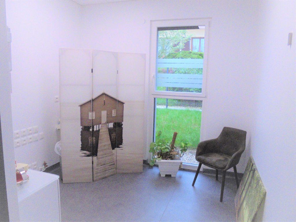 atelier_construction_maitre_oeuvre_bourg_erp_professionnel_marche_public_cabinet_medical_salle_attente_design